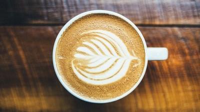 Každodenní konzumace kávy může způsobit hluchotu