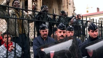 20 ans après, un « sans-papiers » raconte l'évacuation de Saint-Bernard