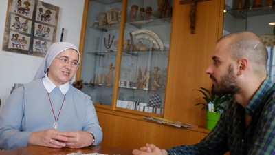 Wir haben mit einer Schweizer Nonne über das Burkaverbot gesprochen