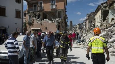 Dans les ruines du tremblement de terre italien