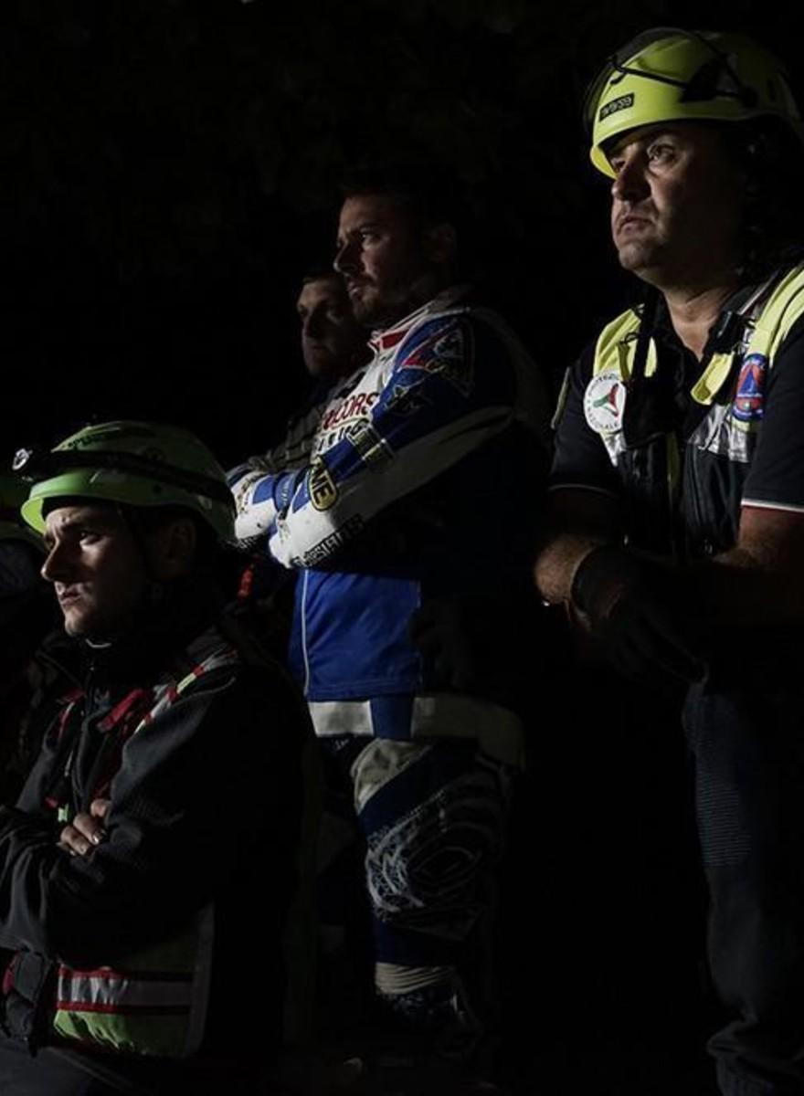 Una noche con los equipos de rescate en busca de supervivientes del terremoto de Italia
