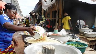 In Ghana trekken marktvrouwen de kar van de economie