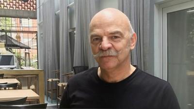 'Soy rehén de mi bigote': Martín Caparrós