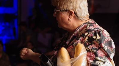 O femeie cool de 70 de ani mi-a explicat ce e nasol la noul val de film și teatru din România