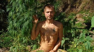 Hablamos con el tipo que decidió cambiarse el nombre por el de 'Free Cannabis'