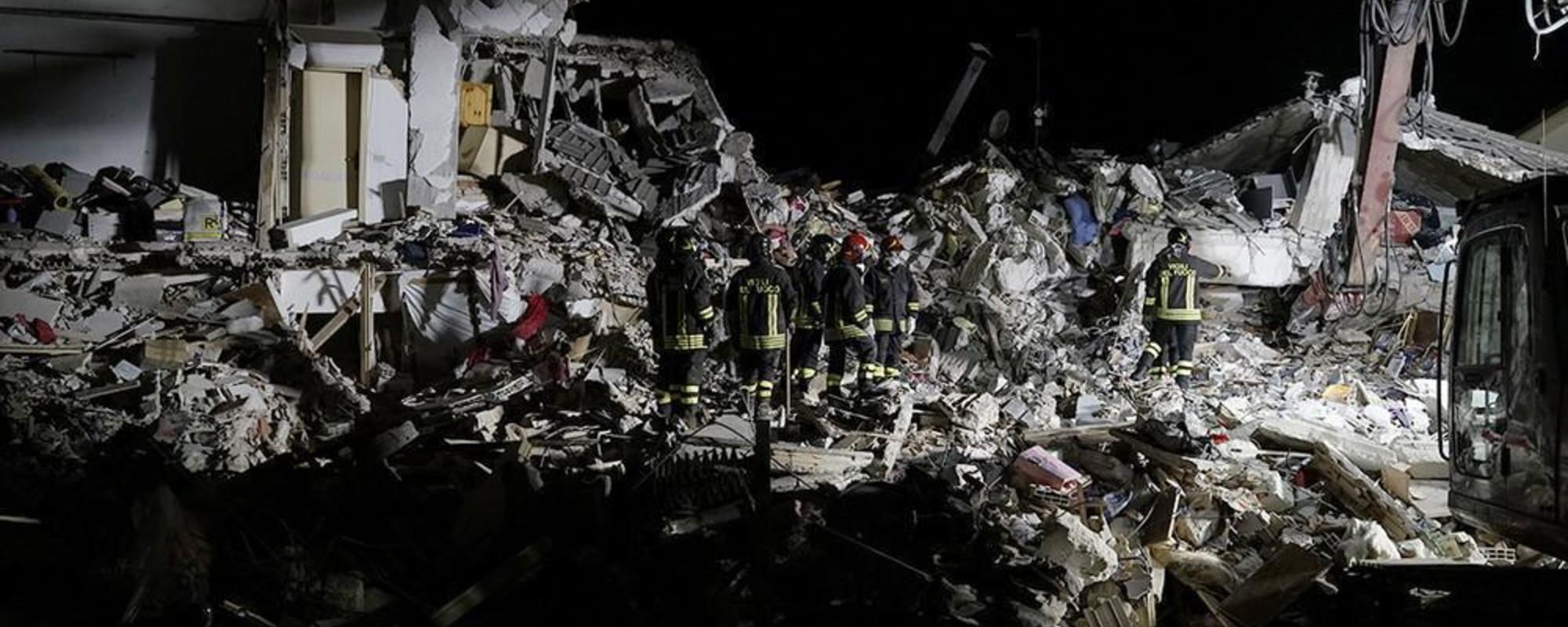 Am petrecut o noapte cu echipa de salvare care căuta supraviețuitori ai cutremurului din Italia