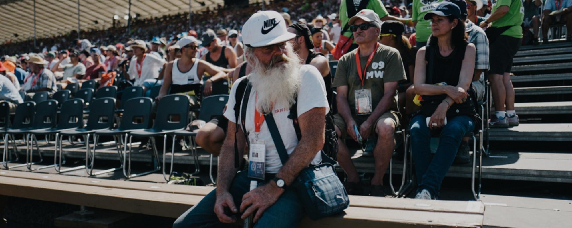 Bier und Schweiss: Fotos von Menschen, die sich das Eidgenössische Schwingfest geben