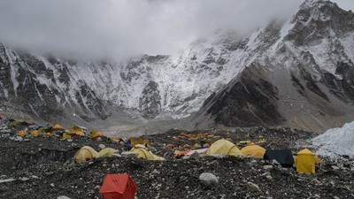 Does Everest Have a Drug Problem?