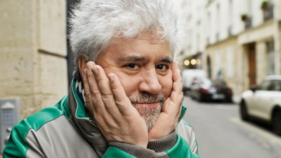 Am vorbit cu regizorul Pedro Almodovar despre filme, bun gust și lacrimi