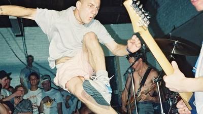 Fotografiile astea îți arată că punk-ul n-a murit în anii 1980
