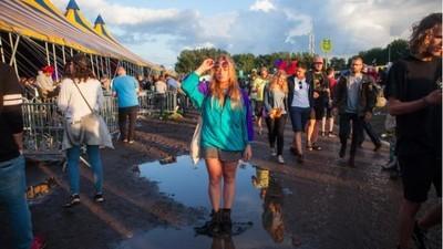 Ik bezocht een festival en ging alleen naar de vrouwelijke artiesten