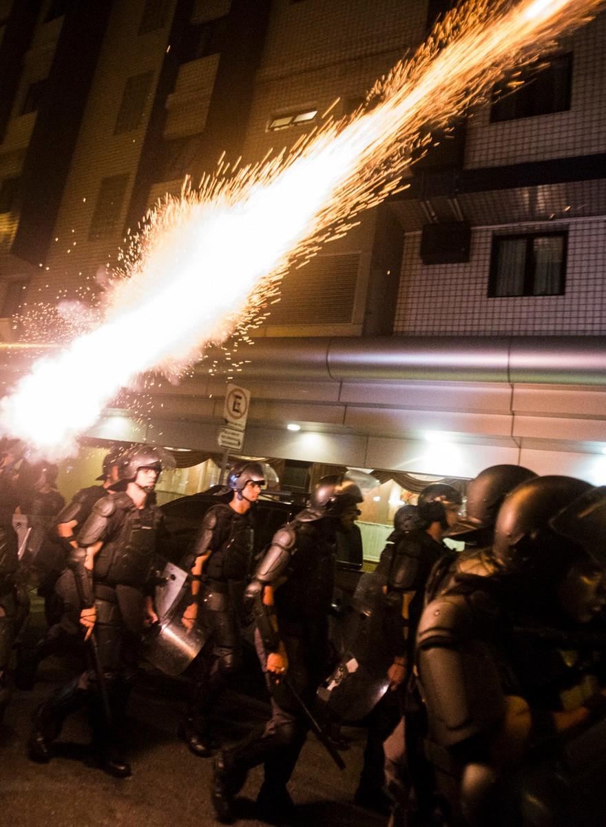 Fotos da polícia reprimindo o protesto Fora Temer em SP desta terça