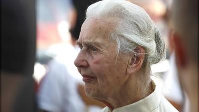 Diese Oma leugnet immer noch den Holocaust