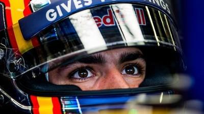 Carlos Sainz Jr. utiliza el olfato para adelantar