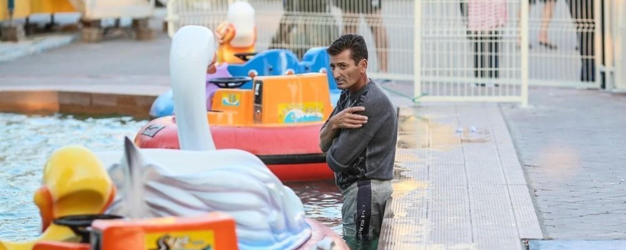 Fotos de gente triste en una feria rumana