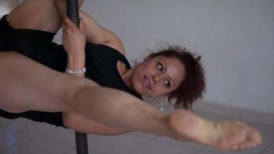 """""""Lo único que tienes que hacer es agarrarte"""": el pole dance salvó mi vida"""