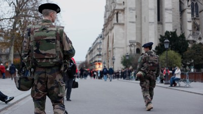 A Vehicle Full of Gas Canisters Was Found Near Notre Dame Cathedral in Paris
