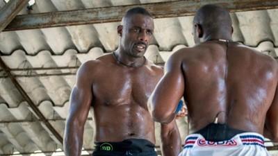 Idris Elba y CM Punk nos enseñan lo que saben del wrestling