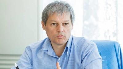 Îmi place guvernul Cioloș, dar nu mai suport vrăjelile de imagine din jurul lui