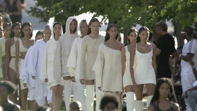 O desfile da Yeezy Season 4 do Kanye West foi (literalmente) quente demais