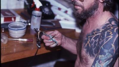 Da ilegalidade ao mainstream: o estúdio de NY que acompanhou a indústria da tatuagem
