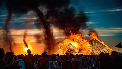 These Photos Prove Burning Man Is a Paradise for Pyromaniacs