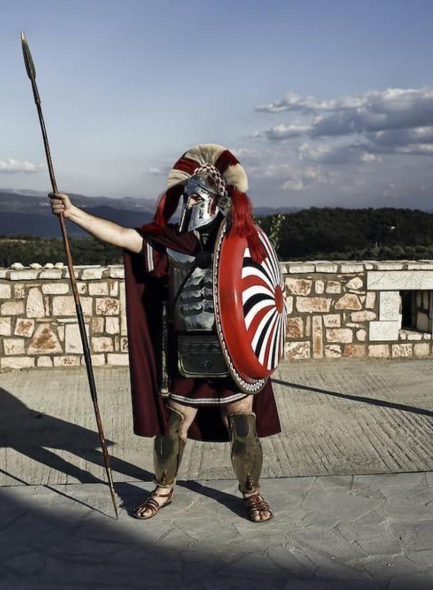 Foto di abitanti di Sparta che festeggiano l'anniversario delle Termopili