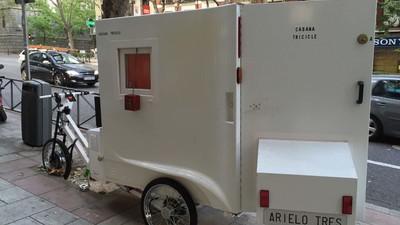 Este indigente madrileño vive en una bicicleta