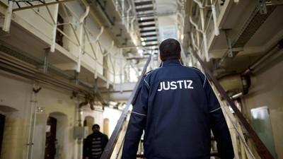 In Deutschlands größtem Knast wurden Wärter beim Schmuggeln erwischt