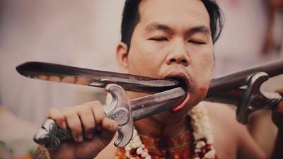 Brutální thajský vegetariánský festival bolesti