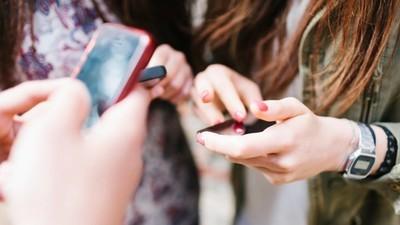 Een 14-jarig meisje klaagt Facebook aan omdat ze niet genoeg doen tegen wraakporno