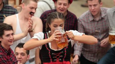 Frauen teilen ihre schönsten (und schlimmsten) Oktoberfest-Erlebnisse