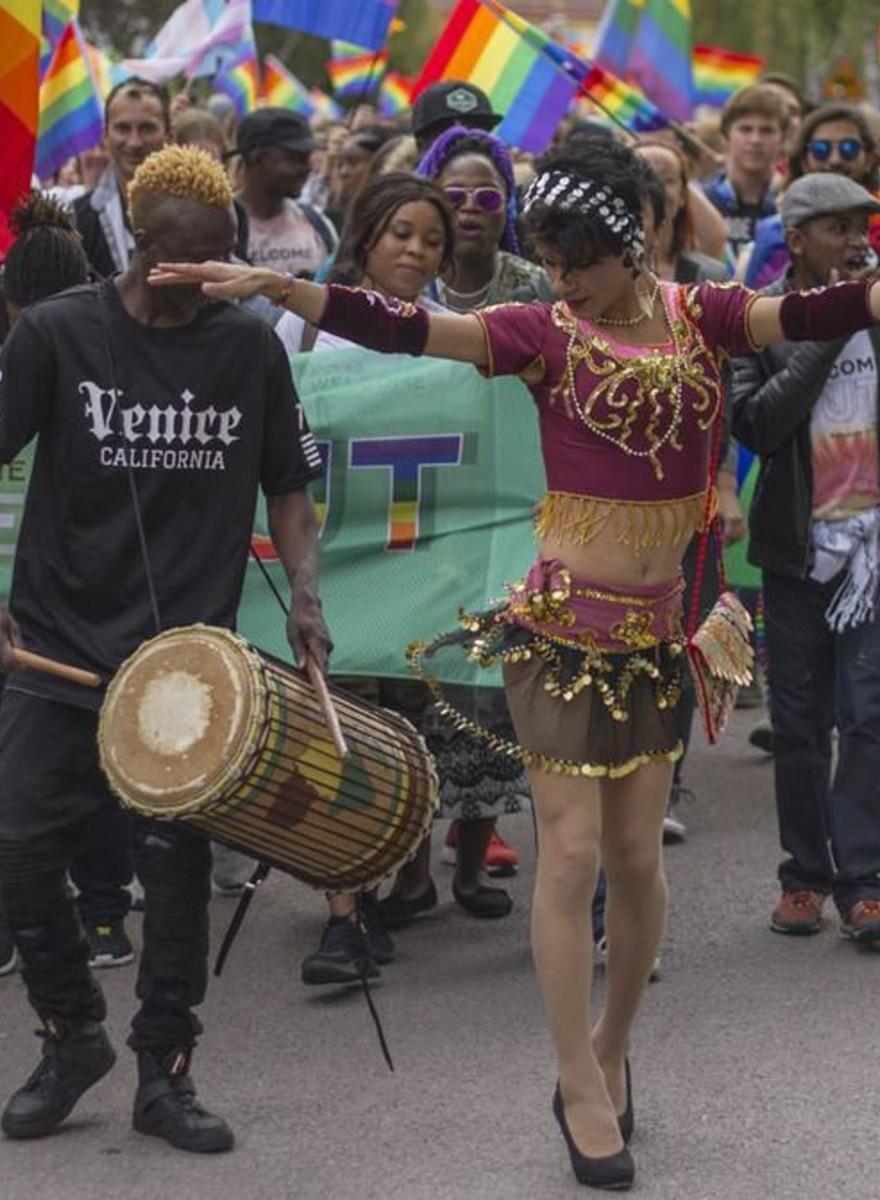 Foto's van de eerste Zweedse pride parade voor asielzoekers