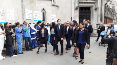 Junior Doctors Are Trying to Reject Jeremy Hunt's Crappy New Contract in Court