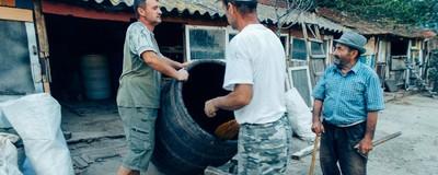 Am cules vie cu bunicii și-am înțeles de ce românii muncesc la fel de mult pe cât se îmbată