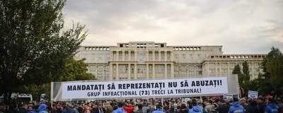 Am fost la protestul împotriva lui Gabriel Oprea și m-am simțit ca la un parastas fără preoți