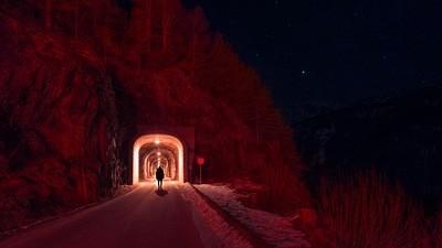 Die Dunkelheit der Nacht spendet diesem Fotografen kreativen Trost