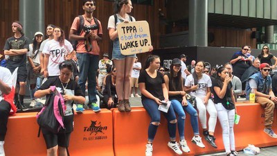 Kiwis Try to Convince Australians They Should Give a Shit About the TPPA