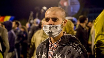 Photos of Romanians Protesting Local Government Corruption