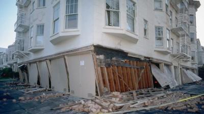 Întrebarea zilei: Unde ai vrea să fii în cazul unui cutremur nasol?