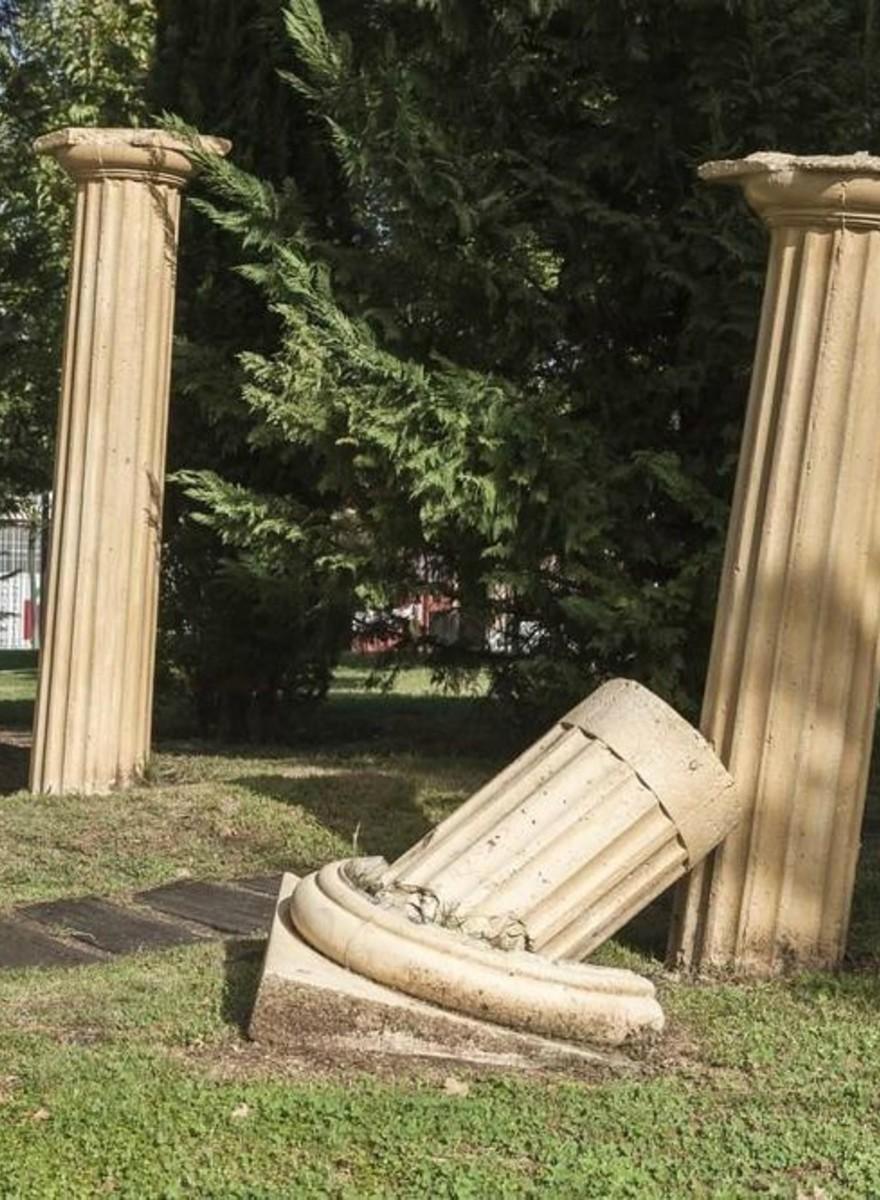 Αρχαίοι Ελληνικοί Ναοί σε ένα Πάρκο στην Ισπανία