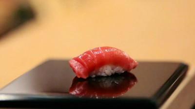 Cum să dai o mie de dolari pe sushi ca un idiot