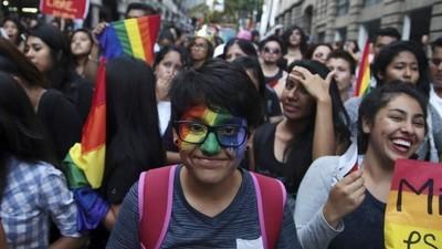 Siete de cada 10 estudiantes gays en México sufren 'bullying homofóbico' en las escuelas