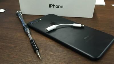 Un hacker a spart iPhone 7 în doar 24 de ore