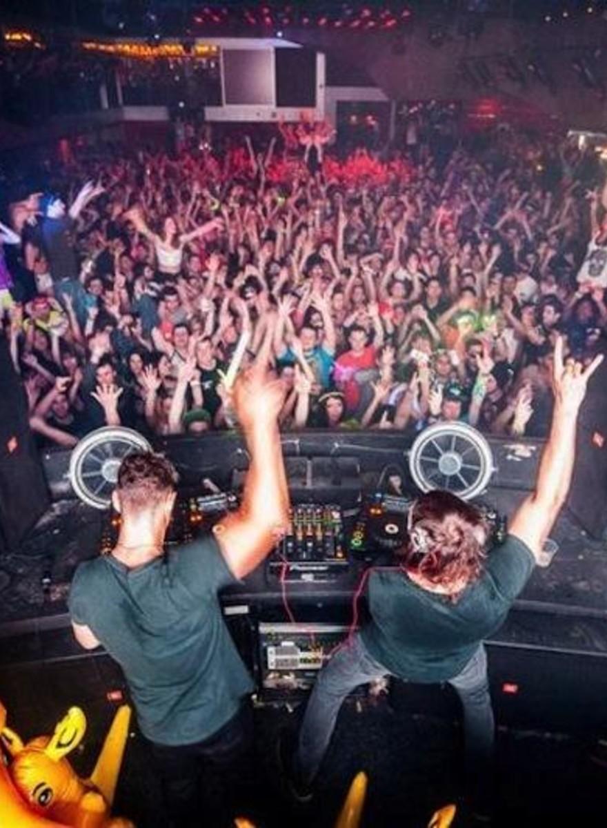 Φωτογραφίες από τα DJ Booths των Καλύτερων Clubs στον Κόσμο