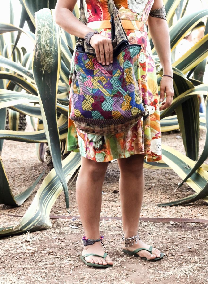 Fotos de pessoas e o que elas levam em suas bolsas