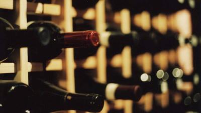 Ce trucuri folosesc chelnerii ca să te țepuiască la vin