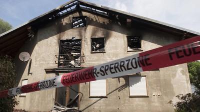 Die Banalität der Brandstiftung: Wenn Neonazis über WhatsApp nach Waffen fragen