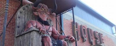 Ce am înțeles despre satanism din comentariile românilor despre DIAVOLUL din Parcul Tei