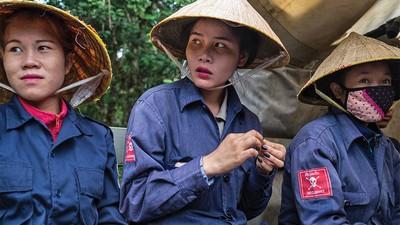Millionen Streubomben aus dem Vietnamkrieg warten im Dschungel von Laos auf die Räumung